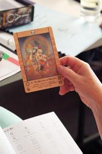 holding-tarot